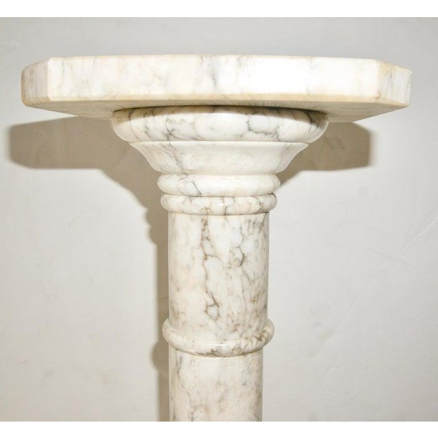 1930s 1930s Neoclassical Revival Calcutta White Marble Pedestal or Jardiniere For Sale - Image 5 of 9