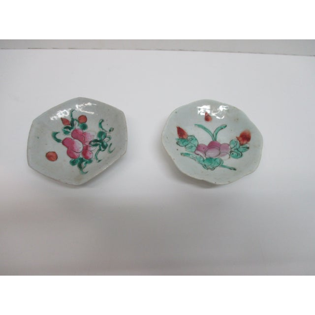 Late 20th Century Pair of Chinese Export Trinket Petite Dishes For Sale - Image 5 of 5