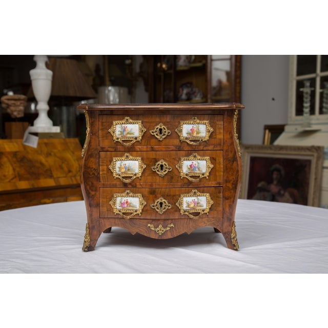 19th Century French Walnut Specimen Louis XV Style Commode For Sale - Image 9 of 9