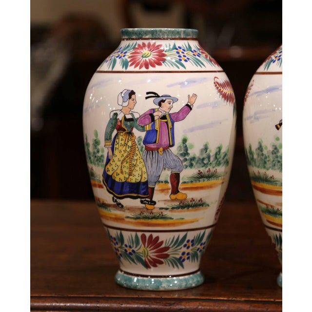French Pair of Early 20th Century French Hand Painted Vases Signed Hb Quimper For Sale - Image 3 of 12