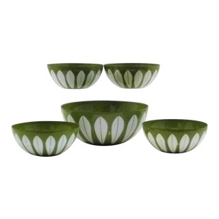 1950s Vintage Grete Prytz Kitttelsen for CathrineHolm Lotus Pattern Enamelware Bowls - Set of 5 For Sale