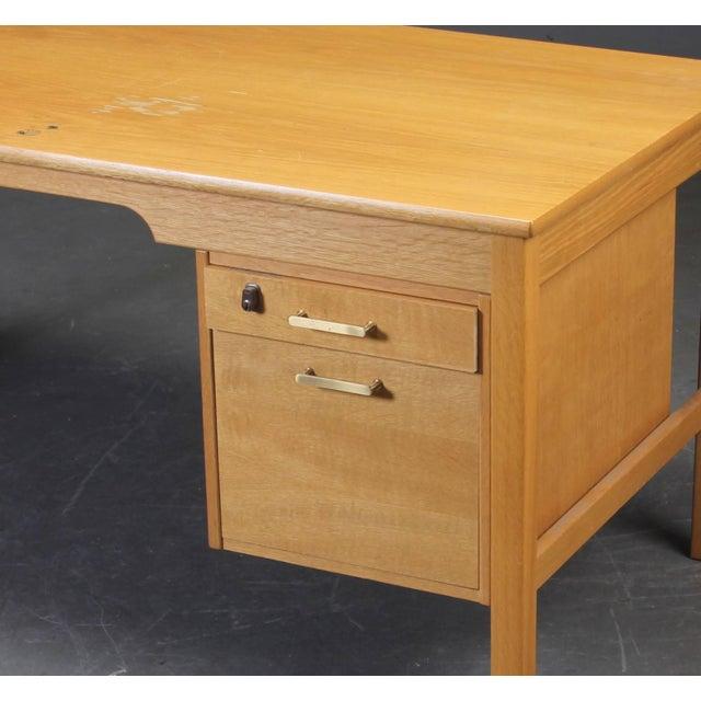 Desk of model SM70 by Børge Mogensen, manufactured by Soborg furniture. Front drawers have brass grip.