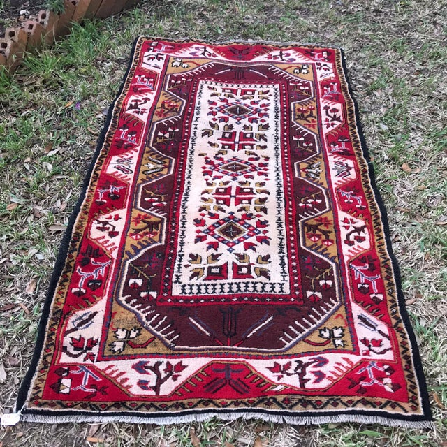 1970s Anatolian Geometric Milas Red Rug For Sale - Image 5 of 5