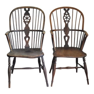 19th C. English Harlequin Wheel Back Windsor Chairs - a Pair For Sale