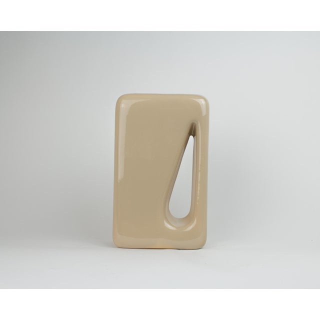 Haeger 1960s Mid Century Modern Haeger Light Tan Rectanglular Cut Out Pottery Vase For Sale - Image 4 of 9