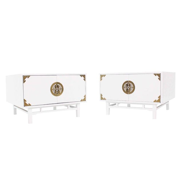 Vintage Mid Century Square White Lacquer End Tables Campaign Style Brass Pulls- a Pair For Sale - Image 9 of 9