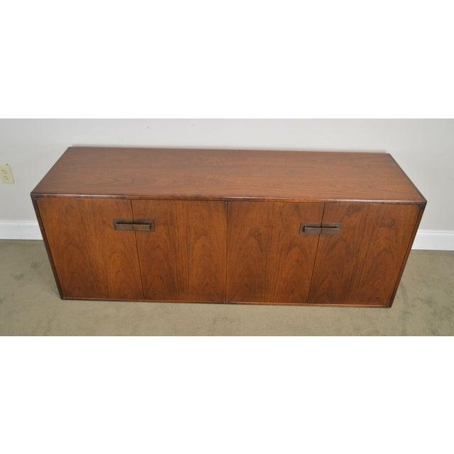 Brown Mid Century Modern Walnut Low 4 Door Credenza Cabinet For Sale - Image 8 of 13