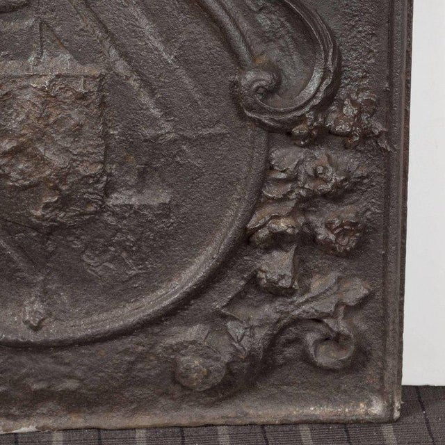 Mid-Century Modern Dutch Armorial Fireback with Lion's Head Motif and Crest on Arch Top Panel For Sale - Image 3 of 5