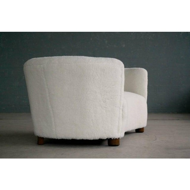 Banana Shape Sofa in Lambswool Attributed to Viggo Boesen For Sale In New York - Image 6 of 10