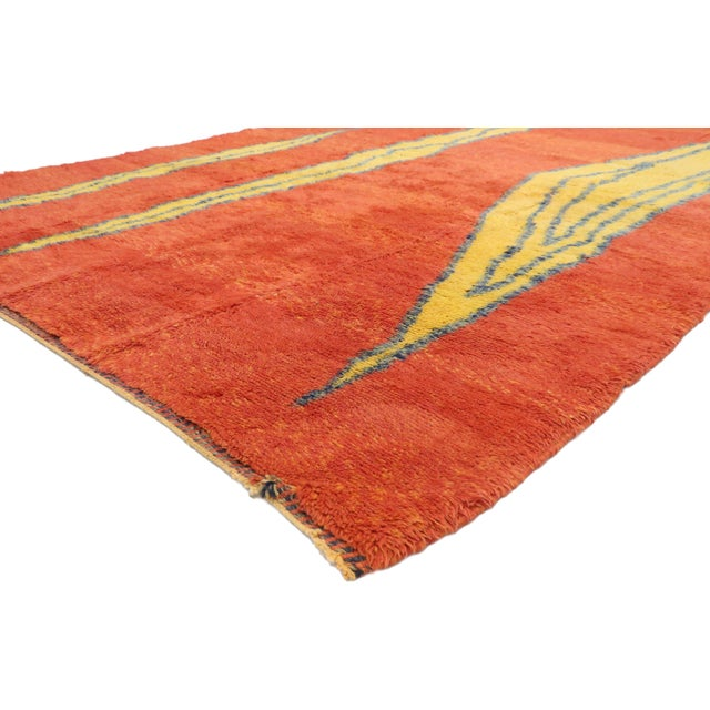 21055 Contemporary Moroccan Rug with Retro Design and Abstract Expressionist Style 07'01 x 09'09. Drawing inspiration from...