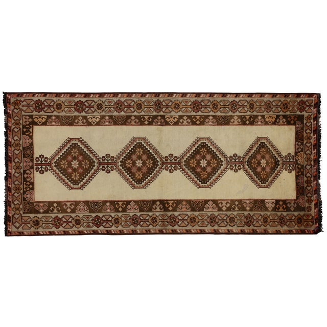 "Vintage Persian Shiraz Rug - 3'9"" X 6'8"" For Sale"