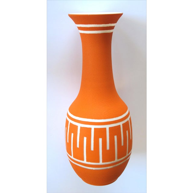 1960s A Tall and Striking American 1960's Orange Glazed Vase With White Ground For Sale - Image 5 of 5