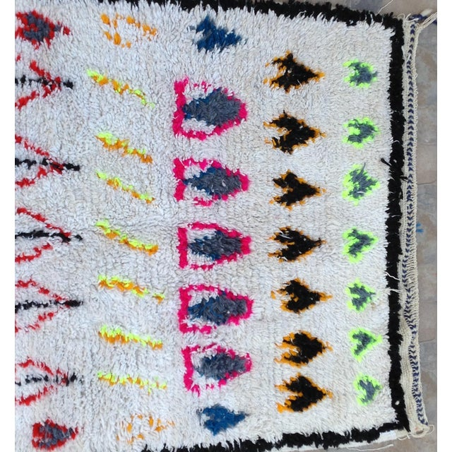 African 1980s Azilal Rug- 3′6″ × 7′8″ For Sale - Image 3 of 7