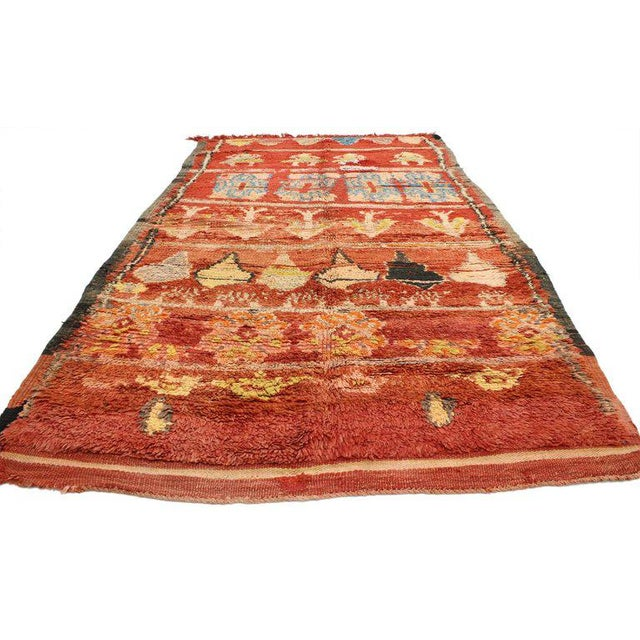 20599 Vintage Berber Moroccan Rug with Tribal Style 4'10 x 7'10. This hand-knotted wool vintage Berber Moroccan rug is one...