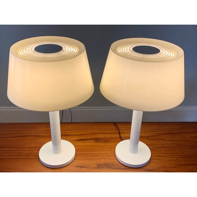 Enamel 1960s Gerald Thurston Lightolier White Minimalist Enameled Steel & Plastic Table Lamps - a Pair For Sale - Image 7 of 12