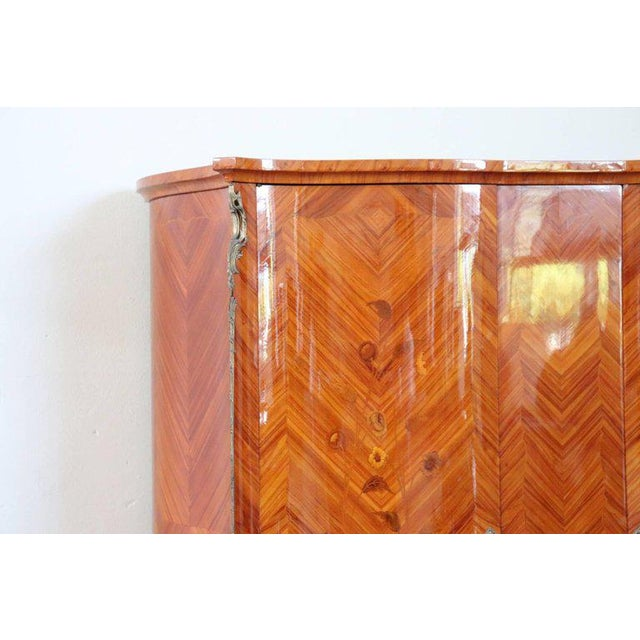 20th Century Louis XV Style Italian Bombe Floral Bois De Rose Wardrobe Armoire For Sale - Image 10 of 13