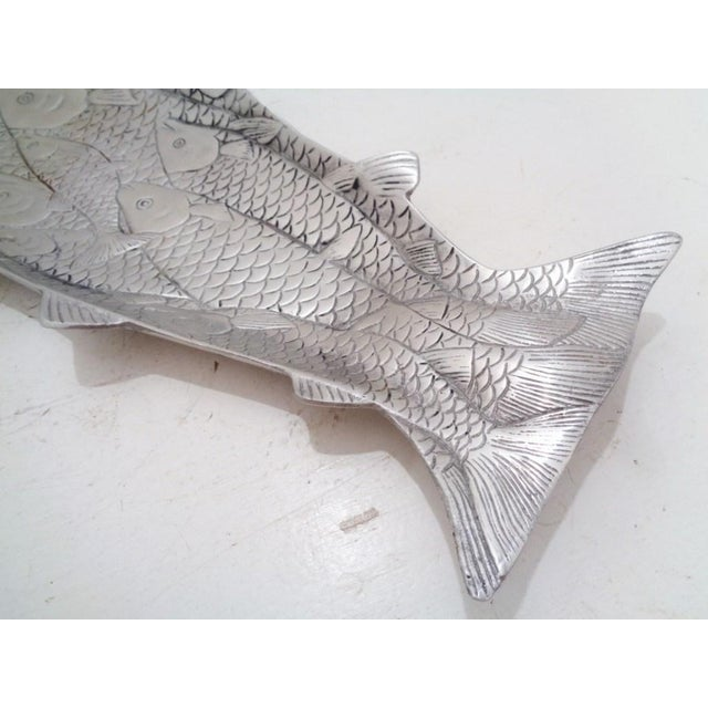 Hollywood Regency Arthur Court School of Salmon Aluminum Fish Serving Tray Platter For Sale - Image 3 of 8