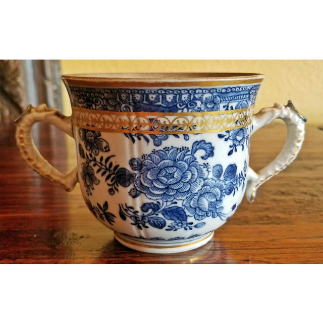 18th Century Continental 2 Handled Blue and White Mug With Gilding For Sale - Image 11 of 11