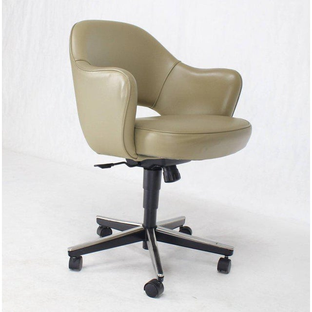 Set of Six Olive Leather Knoll Saarinen Executive Bucket Chairs For Sale - Image 9 of 10
