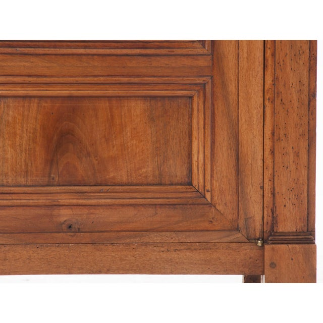 French 19th Century Walnut Vitrine - Image 5 of 10