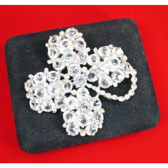 Metal Reja Rhodium & Sterling Cut Crystal Four Leaf Clover Brooch, 1940s For Sale - Image 7 of 12