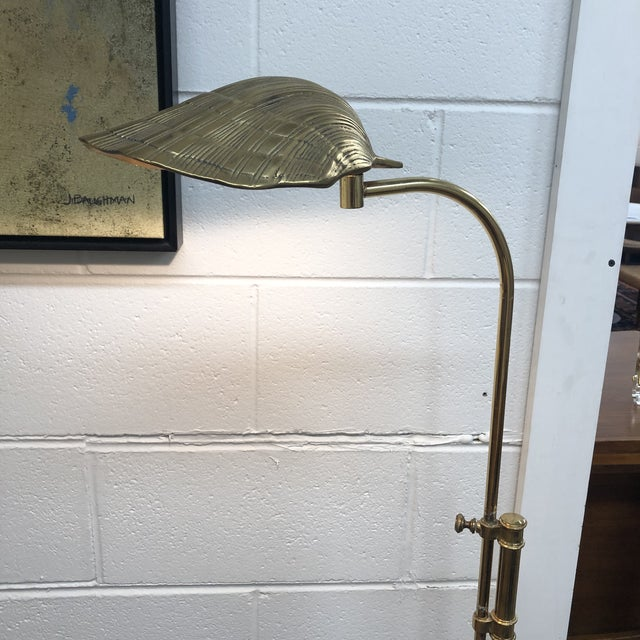 Fabulous brass hollywood regency shell reading floor lamp with vertical adjusting arm. Original wiring in working...