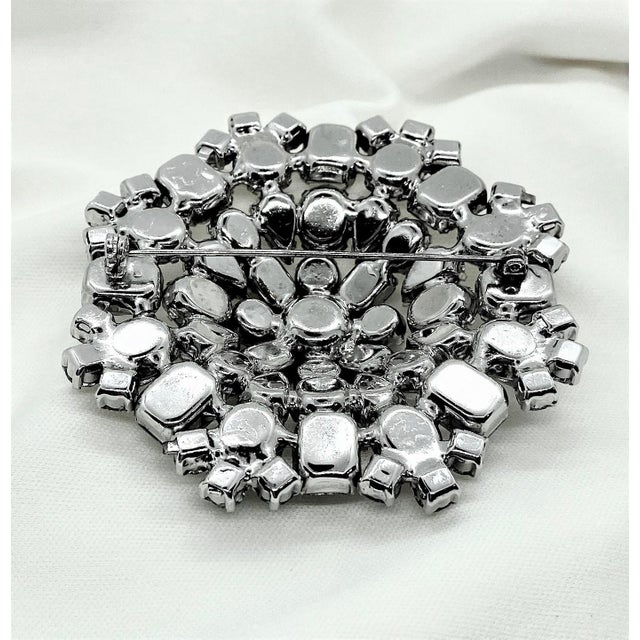 Transparent 1950s Rhodium-Plated Faceted Glass Stone Brooch For Sale - Image 8 of 10