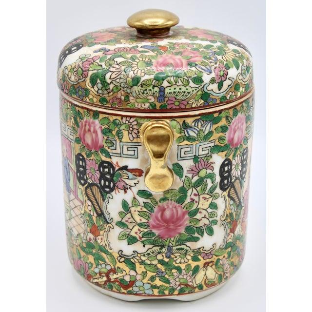 18th Century Chinese Rose Medallion Porcelain Lidded Jar For Sale - Image 4 of 12