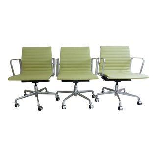 Eames Herman Miller Aluminum Group Chair Management Chairs - Set of 3 For Sale