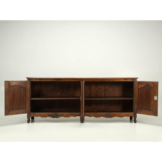 """Antique French """"très Grand"""" Buffet in Walnut For Sale - Image 9 of 10"""