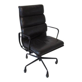 Eames Soft Pad Aluminium Group Executive Chair in Dark Eggplant by Herman Miller