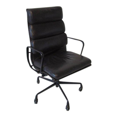 Eames Soft Pad Aluminium Group Executive Chair in Dark Eggplant by Herman Miller For Sale