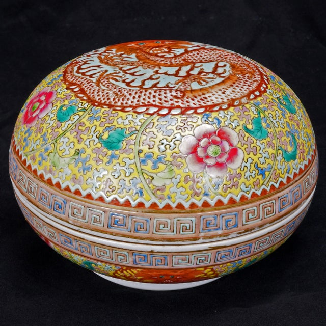 Chinese Polychrome Porcelain Famille Jaune Dragon Box For Sale - Image 11 of 11