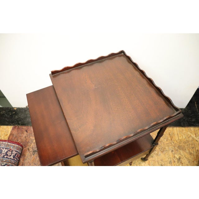 20th Century English Mahogany Wood Side Table or Cocktail Table For Sale - Image 9 of 11