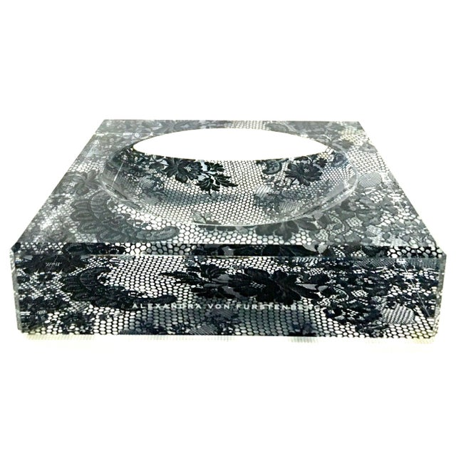 "Alexandra Von Furstenberg Modern Lucite Square & Round Optic ""Lace"" Bowl For Sale - Image 12 of 12"