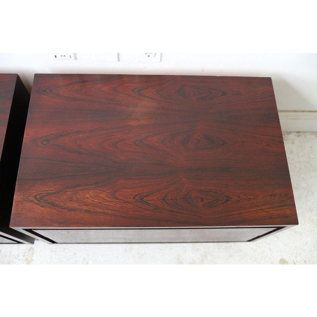 Wood Pair of Vintage Mid Century Modern Nightstands by Dillingham For Sale - Image 7 of 10