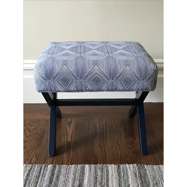 Navy & White X-Leg Bench - Image 2 of 5