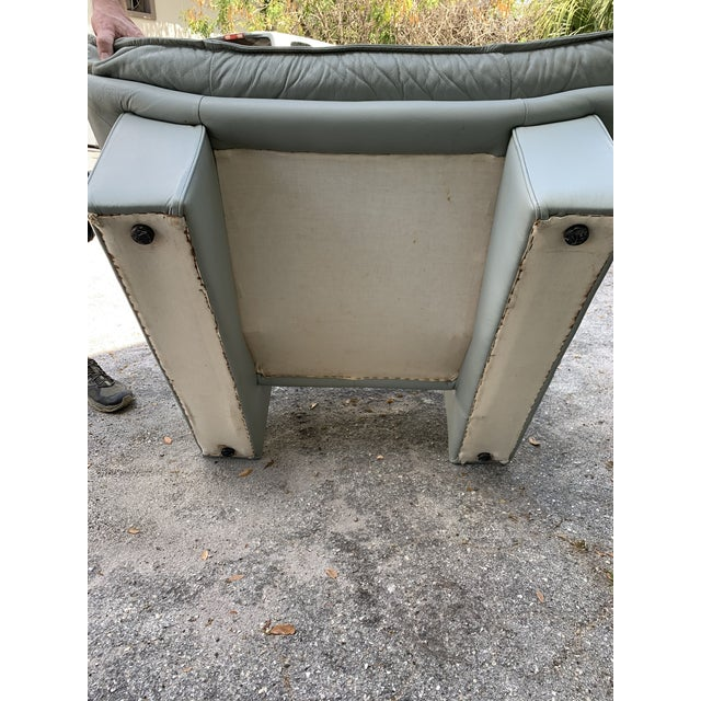 1970s Vintage Grey Italian Leather Chair by Nicoletti Salotti For Sale - Image 5 of 7