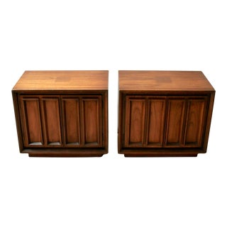 Pair of Mid-Century Modern Walnut Nightstands For Sale