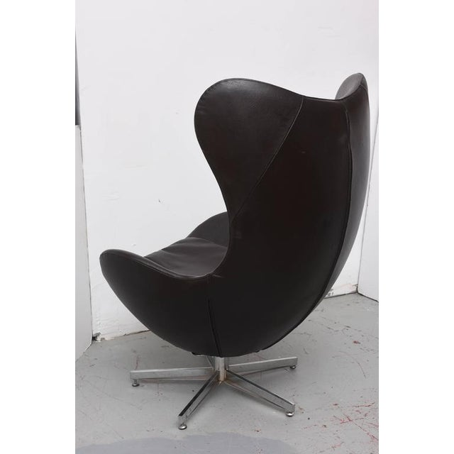 Leather Egg Chair in Arne Jacobsen Style, Denmark, 1960s For Sale - Image 4 of 9