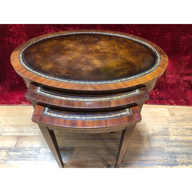 American Classical 1950 Mid-Century Modern Weiman Furniture Company Leather Top Mahogany Nesting Tables - Set of 3 For Sale - Image 3 of 8
