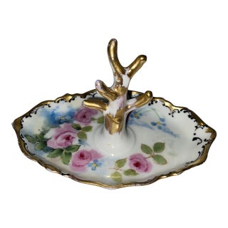 Early 20th Century White and Gold Floral Motif Antique Ring Holder For Sale