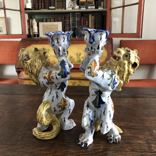 Mid 19th Century French Victorian Quimper Faience Ceramic Heraldic Lion Candlesticks - a Pair For Sale In Minneapolis - Image 6 of 13