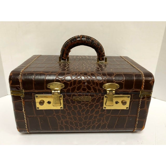 1950s Faux Gator Air Deb Train Case For Sale - Image 10 of 10