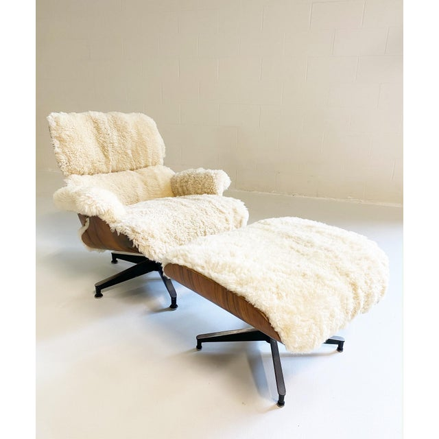 Cream Charles and Ray Eames 670 Lounge Chair and 671 Ottoman in California Sheepskin For Sale - Image 8 of 13