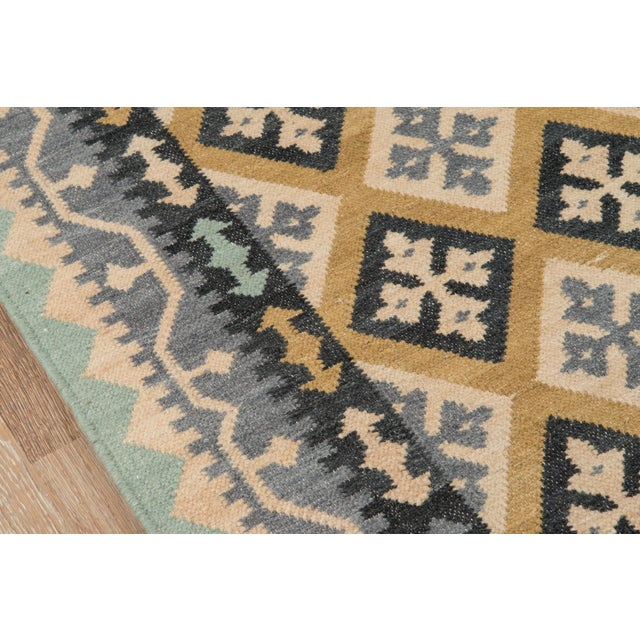 """Contemporary Momeni Caravan Hand Woven Gold Wool Area Rug - 3'9"""" X 5'9"""" For Sale - Image 3 of 6"""