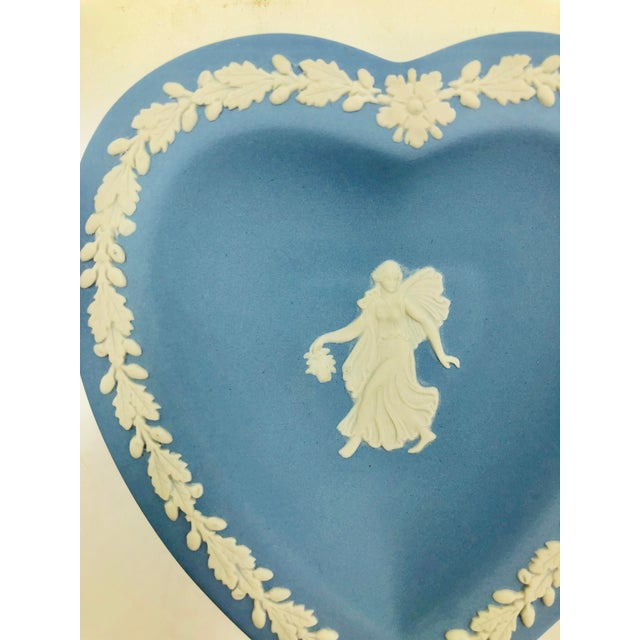 Ceramic Wedgwood Jasperware Blue and White England Wedgewood Miniature Heart Flower Girl Tray Antique For Sale - Image 7 of 11