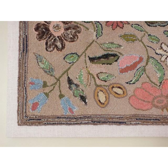 Mounted Floral Folk Art Hooked Rug - Image 3 of 9