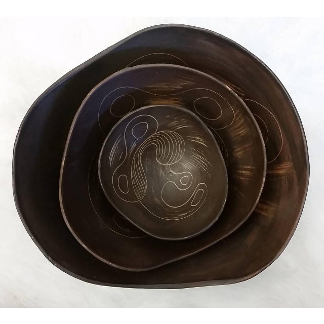 Mid-Century Modern 1960s Asymmetrical Italian Raymor Sgraffito Nesting Bowls - Set of 3 For Sale - Image 3 of 7