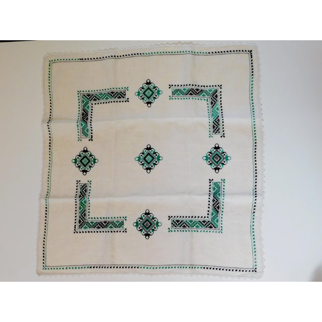 1940s Petite Nappe De Table Hand Embroidered Linen Tablecloth For Sale In San Francisco - Image 6 of 6